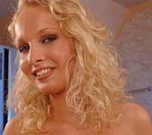 Kissy - Magic Blondes 5
