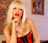 Dolores Dirty - Magic Blondes 2