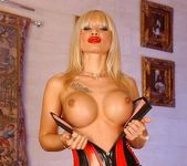 Dolores Dirty - Magic Blondes 3