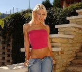 Dorina Toying Outdoors - Open Air Pleasures 3