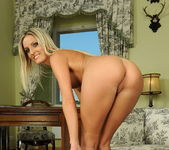 Neilla Toying - Pix and Video 6