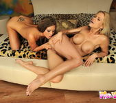 Lesbian Sex with Wivien & Natalia Forrest 11
