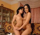 Esmerelda & Gia Cerrutti Licking Pussy 20