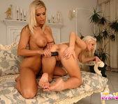Dirty Lesbians Wivien & Sun 14