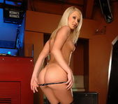 Kittie Toying - Pix and Video 5