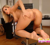 Gigi Toying - Pix and Video 12