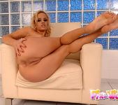 Janny Toying - Pix and Video 8