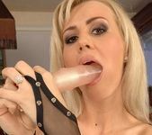 Lorinna Rose And Her Toys - Pix and Video 13
