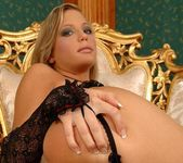 Amanda king And Her Toys - Pix and Video 3