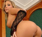 Amanda king And Her Toys - Pix and Video 5