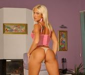 Dorina Toying - Pix and Video 3