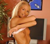 Jordan Green Playing with her pussy - Playful Hands 6