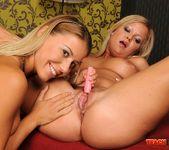 Nikky Thorne & Sunny Diamond - Lesbian Fisting 8