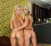 Nikky Thorne & Pearl Diamond Fisting Girls 6