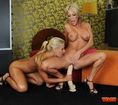 Nikky Thorne & Pearl Diamond Fisting Girls 11
