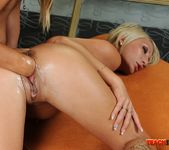 Nikky Thorne & Pearl Diamond Fisting Girls 18
