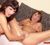 Maggie & Mia Moon Fisting Girls - Teach Me Fisting 13