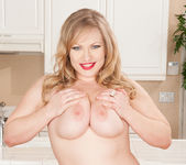 Victoria Tyler - Horny House Wife 22