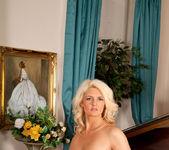 Olivia Jayne - Busty Blonde 10