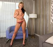Nikki Sexx - Busty Mature - Anilos 8