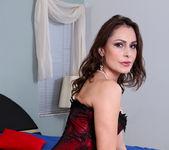 Nora Noir - Sexy Show Off - Anilos 5