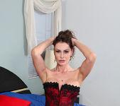 Nora Noir - Sexy Show Off - Anilos 8