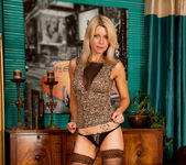 Emma Jane - Lady And Her Toy 7