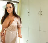 Lisa Ann - Dirty Milf Shower 4