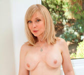 Nina Hartley - Glass Dong - Anilos 5