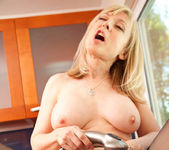Nina Hartley - Wet Pussy - Anilos 13