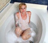 Mindy - Bathroom Pleasure - Anilos 2