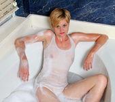 Mindy - Bathroom Pleasure - Anilos 3