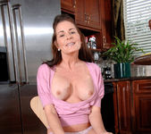 Bella Roxxx - Housewife - Anilos 7