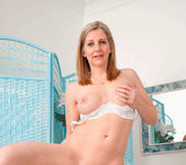 Tonya - Housewife Fingers - Anilos 16