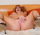 Darla Crane - Bedroom - Anilos 24