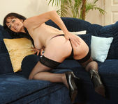 Renie - Couch - Anilos 6