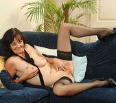 Renie - Couch - Anilos 12