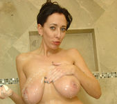 Alia Janine - Bathroom - Anilos 8