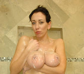 Alia Janine - Bathroom - Anilos 12