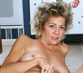 Vanessa - Anilos Housewife 11