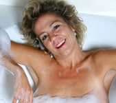 Vanessa - Bubble Bath - Anilos 2