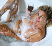 Vanessa - Bubble Bath - Anilos 3