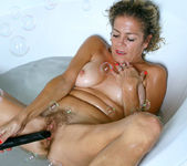 Vanessa - Bubble Bath - Anilos 13