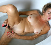 Vanessa - Bubble Bath - Anilos 20
