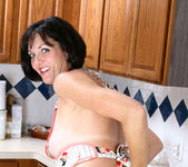 Katie - Horny Housewife - Anilos 7