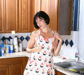 Katie - Horny Housewife - Anilos 9