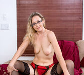 Nicole Logan - Stockings - Anilos 11