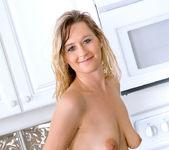 Nicole Logan - Sybian - Anilos 6