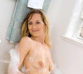 Nicole Logan - Bath Tub - Anilos 8