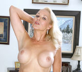 Veronica - Hot Blonde - Anilos 7